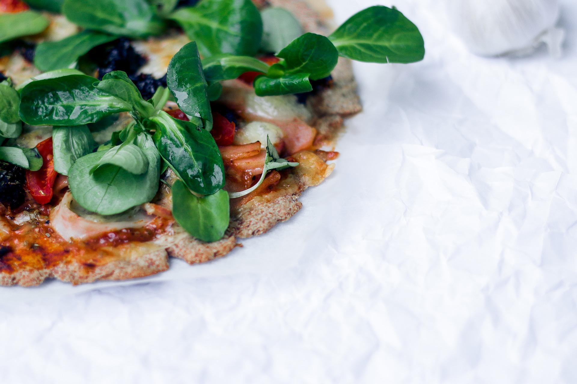 Ciasto na pizzę z kalafiora czy mąki kukurydzianej? Poznaj bezglutenową alternatywę